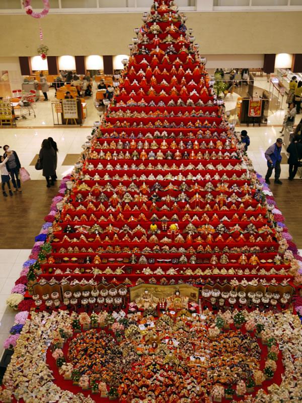 ピラミッドひな壇